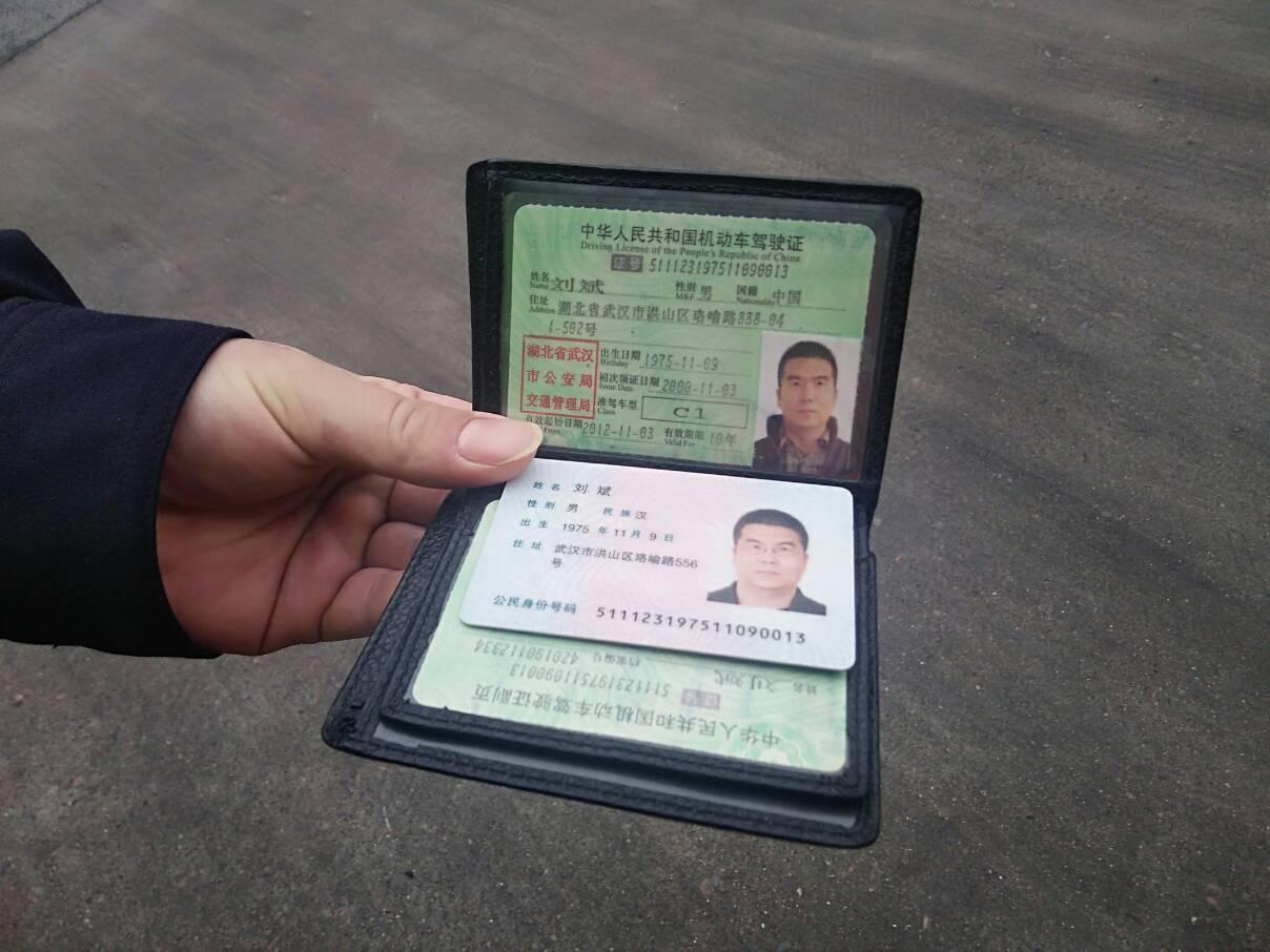 内江服务区检查鄂A牌照的车 (1)