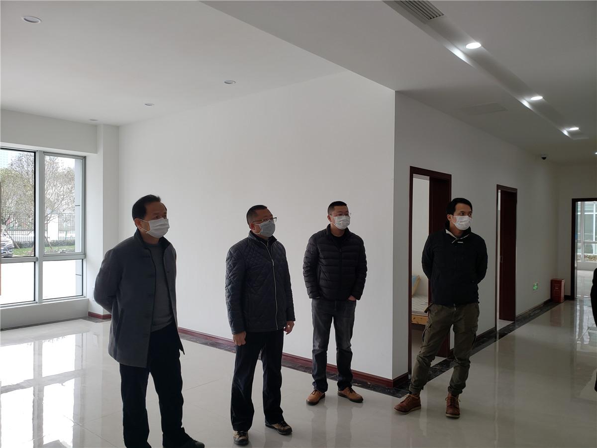 公司副总经理王晓军检查成都处管护二中队新建驻地建设工作