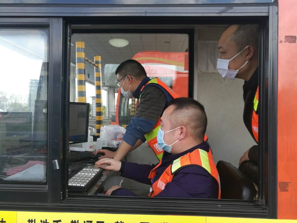 李胜军+3月18日+内江管理处开展收费站治超专项监督检查工作.